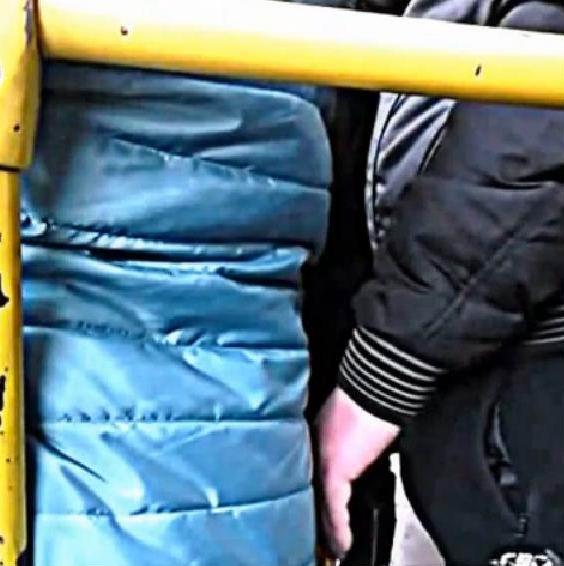 извращенцы в автобусе много вибео