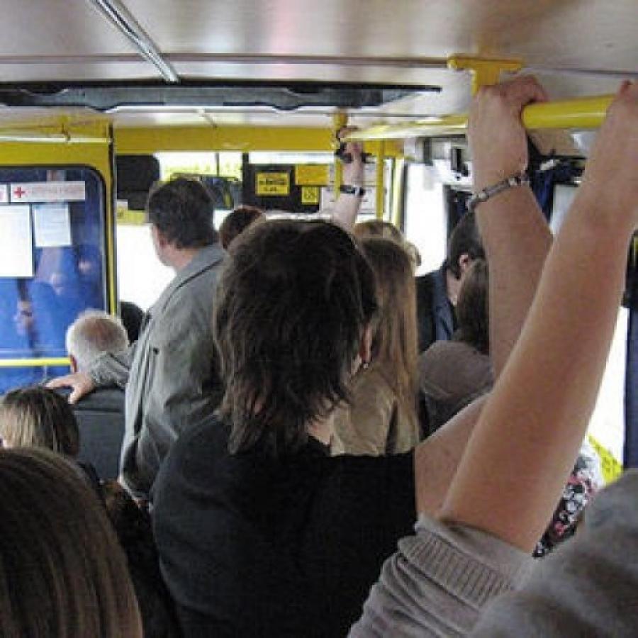 Трется об женщину в автобусе 23 фотография