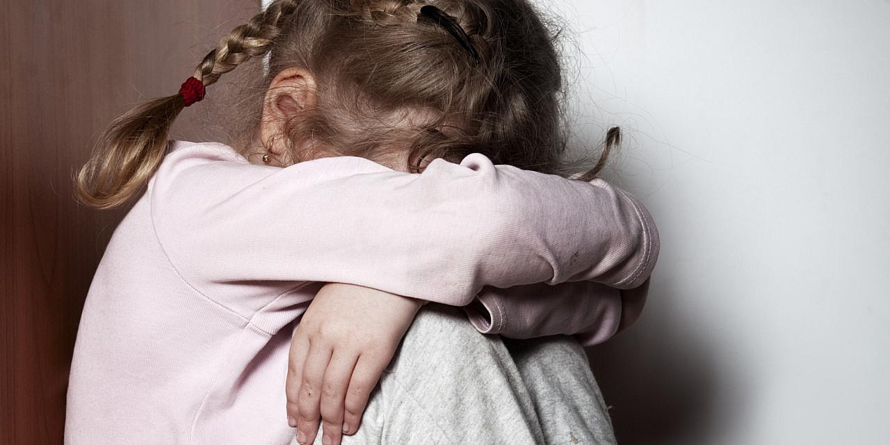 малолетку изнасиловал 15-летку в душе порно,малолетка