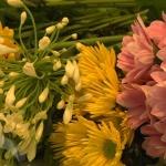Что делать, чтобы цветы дольше стояли в вазе