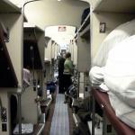 Ни в купейных, ни в плацкартных вагонах пассажиры не обязаны сами собирать и сдавать постельное белье