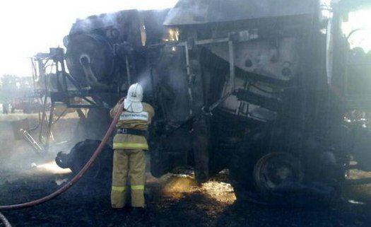 ВЧертковском районе загоревшийся наполе комбайн тушили неменее 2-х часов