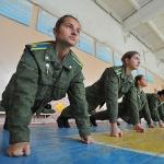 Почему девушкам нельзя служить в армии