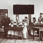 День учителя: какими были первые зарплаты, учебники и педсоветы