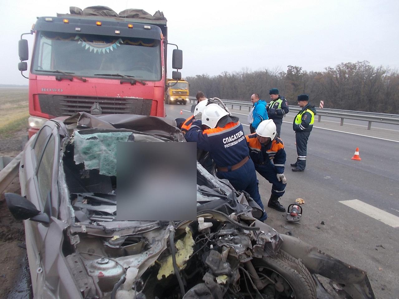 ВРостовской области вДТП с фургоном погибли два человека