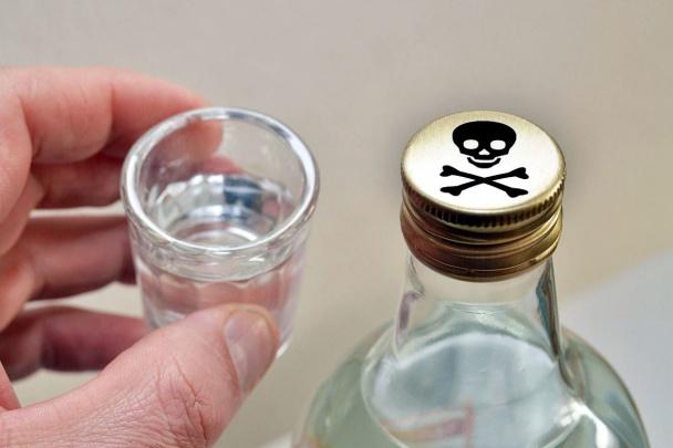 Две тонны незаконного алкоголя изъяли усупругов вЗернограде