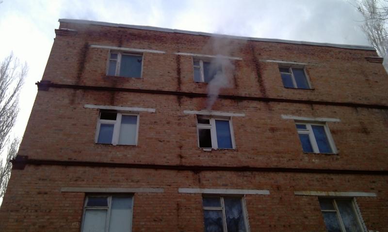 ВСальске из-за короткого замыкания загорелось строение местного ПТУ