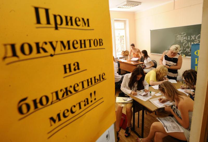 Ростовчанка заденьги «помогала» поступить в университеты региона