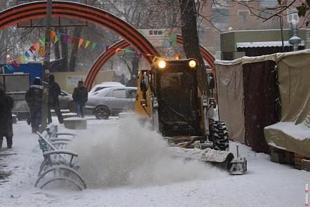 Ростов убирают 165 снегоуборочных машин