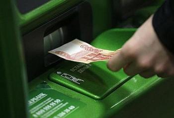 sberbank-ogranichil-priyom-pyatitysyachnyh-kupyur-v-bankomatah
