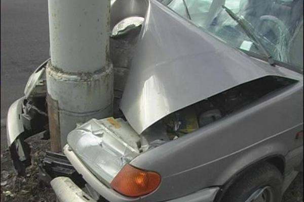 Нетрезвый автоугонщик влетел встолб вРостове