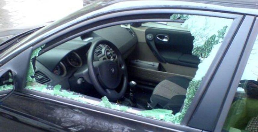 Пенсионер разбил окно иномарки вРостове исовершил правонарушение