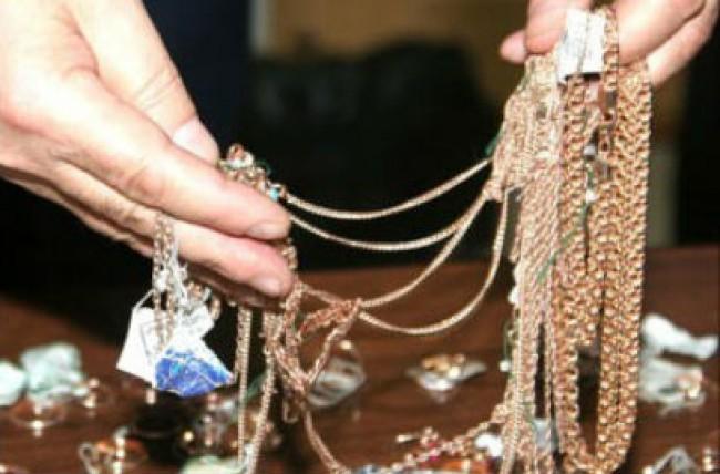 ВРостове продавщица ограбила собственный ювелирный магазин на150 тыс.