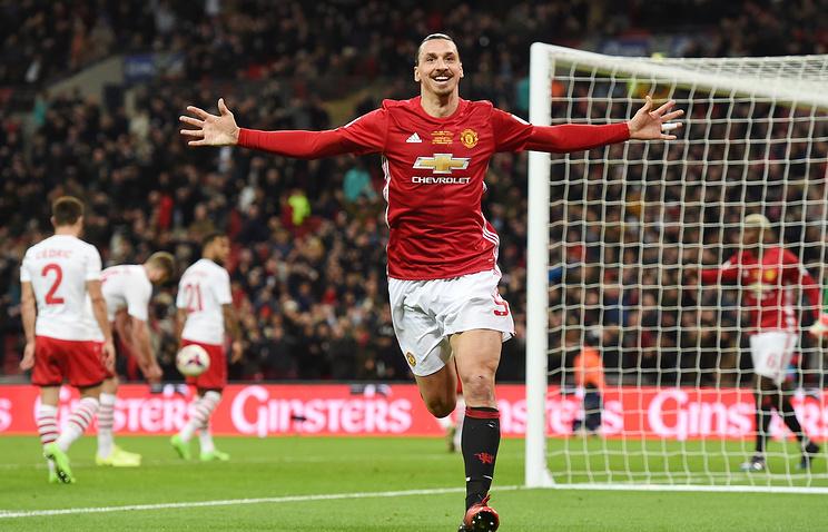 Сегодня'Манчестер Юнайтед на стадионе'Уэмбли со счетом 3:2 вырвал победу у'Саутгемптона в финале Кубка английской футбольной лиги
