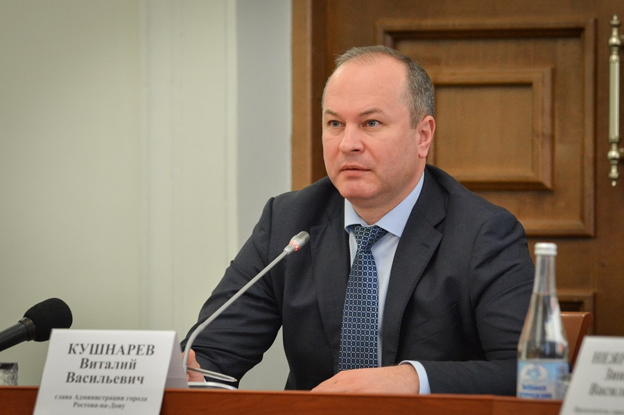 Виталий Кушнарев подверг критике укладку асфальта вдождь