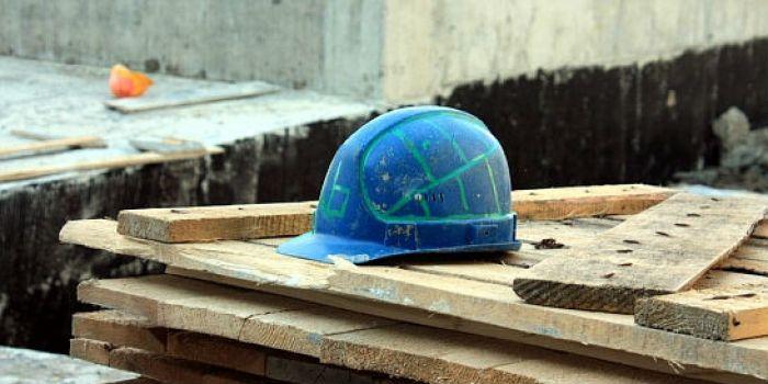 Рабочий упал с 3-го этажа строящегося дома вРостове