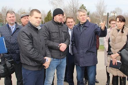 Жуткое состояние «Аллеи героев» Северного кладбища шокировало депутатов Ростова