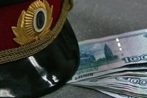 ВТаганроге сотрудника ГИБДД подозревают вполучении взятки