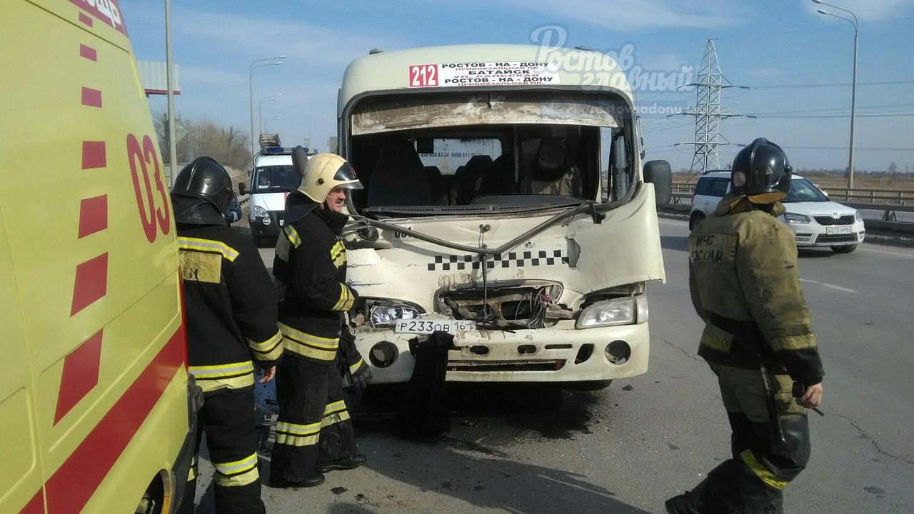 ВРостове вДТП смаршруткой иКамАЗом пострадали 7 человек