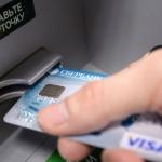 Получение денег в банкоматах теперь в России могут сделать платной услугой