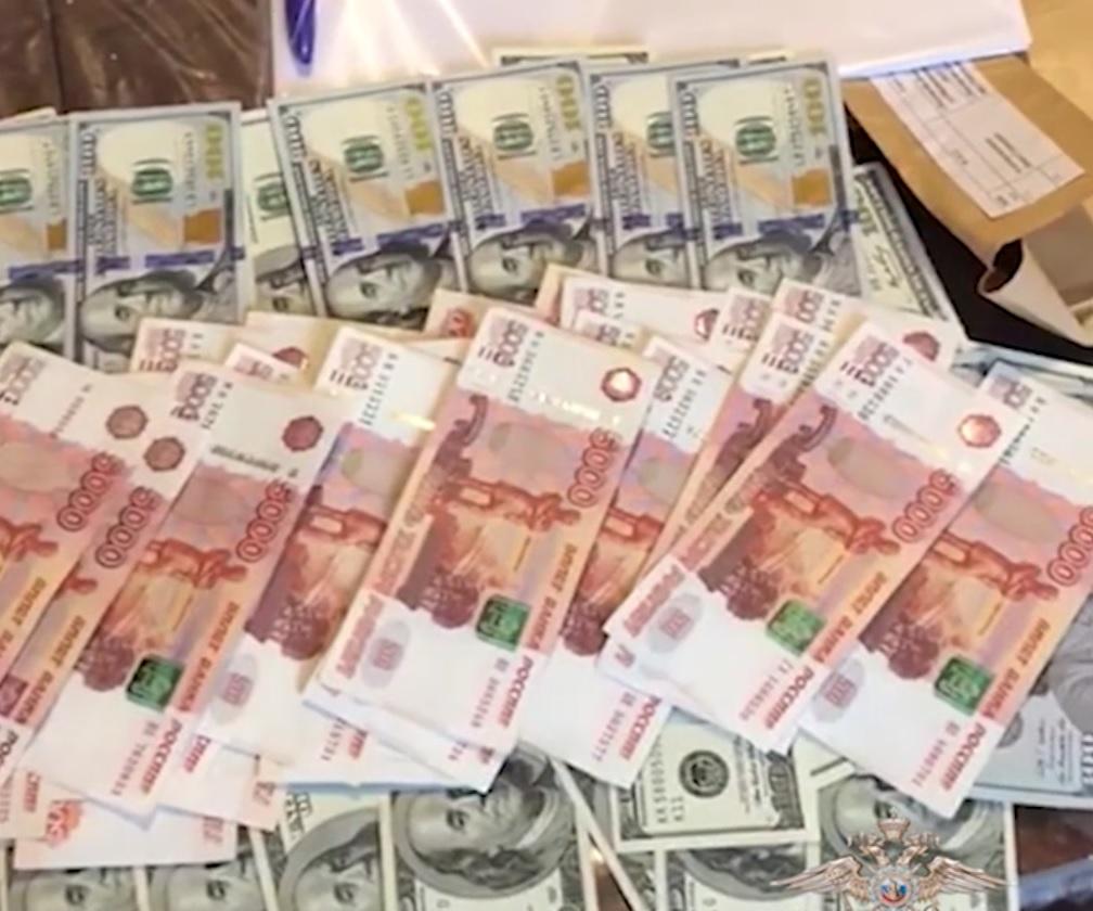 Внезаконном выводе зарубеж 600 млн руб. подозревают двоих ростовчан