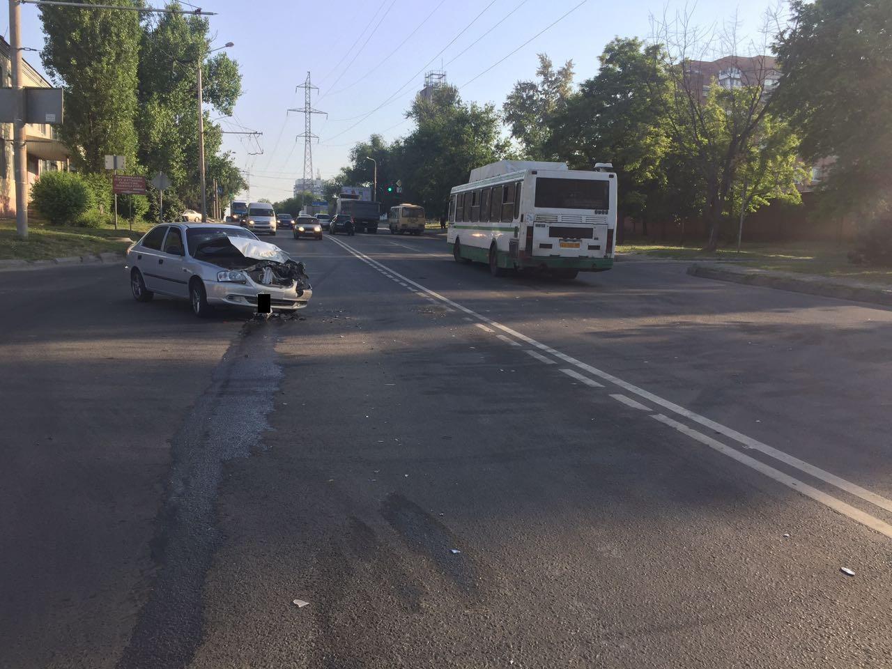 ВРостове нетрезвый шофёр автобуса врезался виномарку