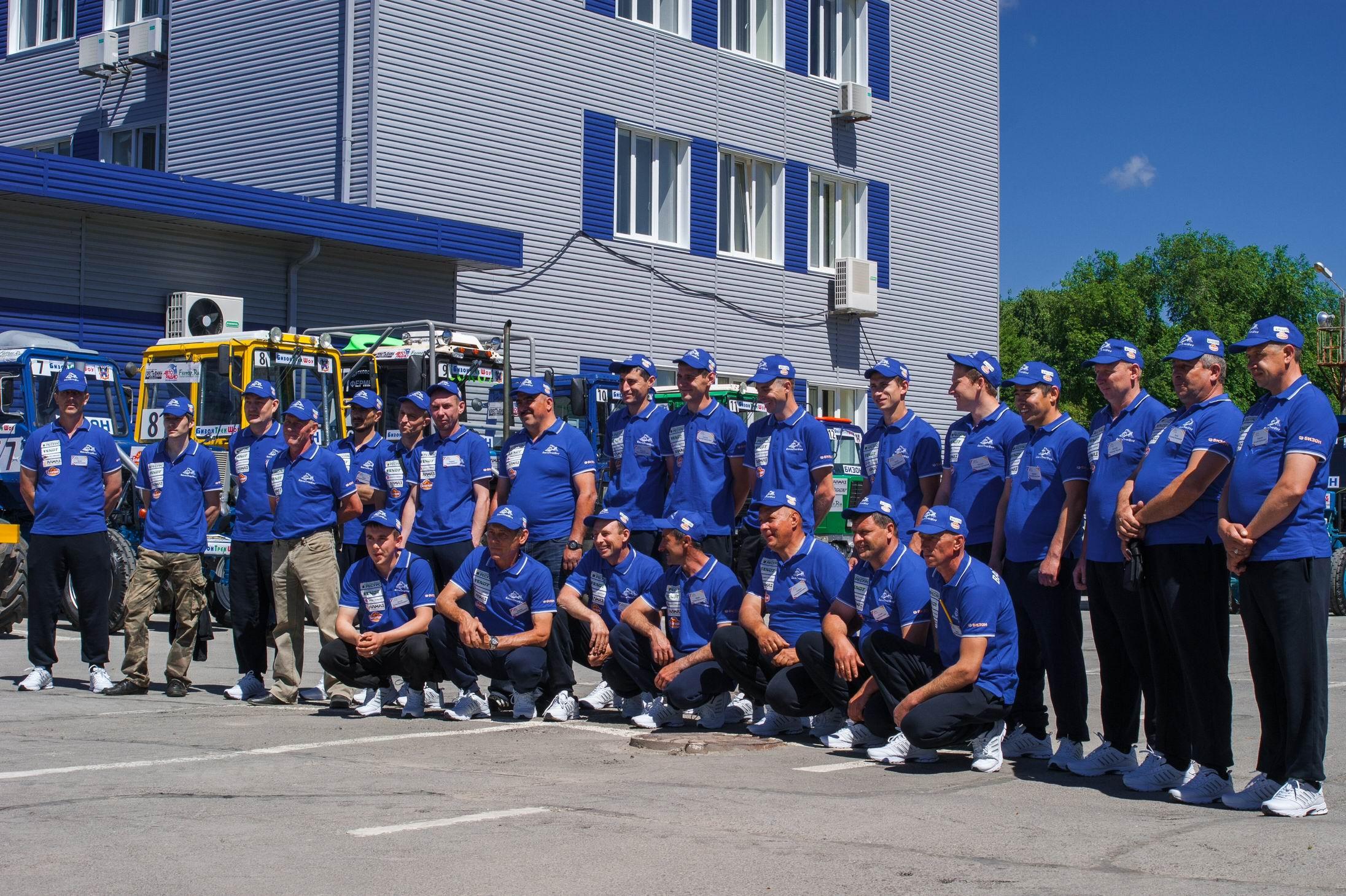 Василий Голубев открыл юбилейный турнир потракторному многоборью «Бизон Трек-Шоу»