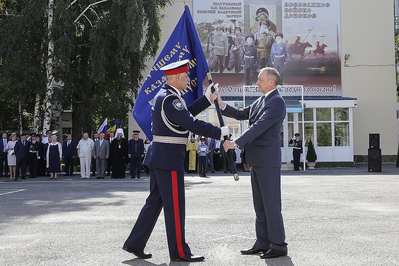 Александр Беглов вручил шахтинским кадетам знамя Президента России  14сентября 2017