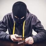 Кем прикидываются мошенники, похищающие данные карт