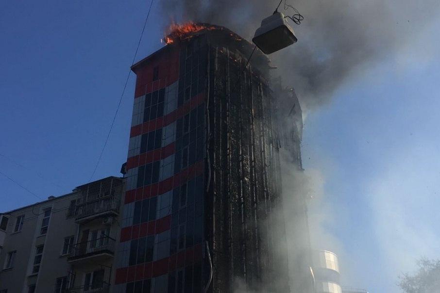 Строительство сгоревшего вРостове отеля велось снарушениями