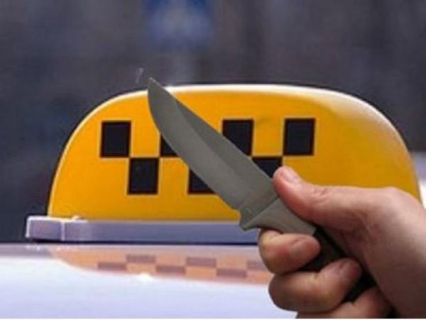 ВРостовской области уводителя такси клиенты забрали машину