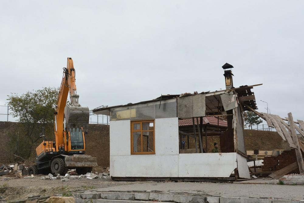 Демонтаж самостроя около Ворошиловского моста начался вРостове