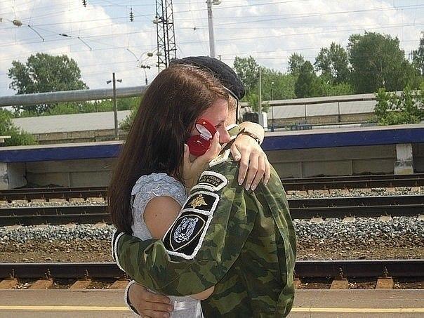среды в деревне девушка жила и парня с армии ждала блондинка всё это