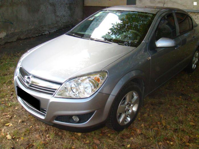 Гражданин Азова лишился своего автомобиля за600 тыс. руб.