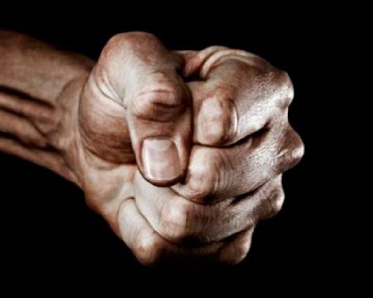 ВРостове 60-летний пенсионер избил знакомую вовремя конфликта