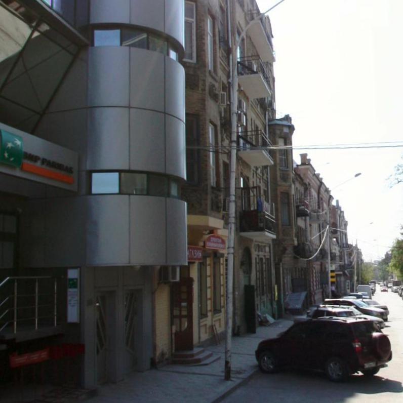 Частично обвалившийся балкон вцентре Ростова подлатают сплавом