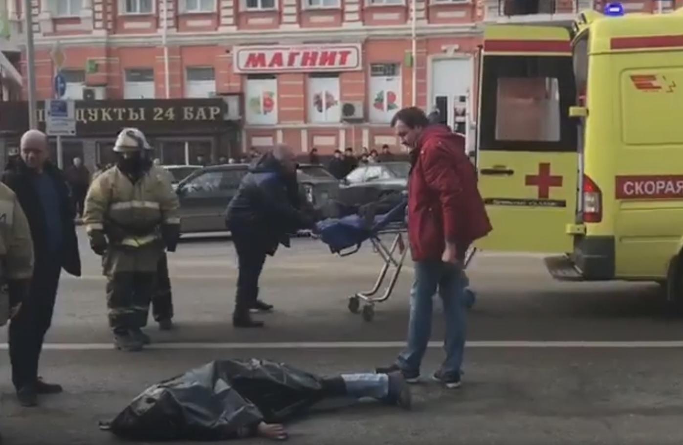 ВРостове бетономешалка сбила 2-х  пешеходов: один человек умер