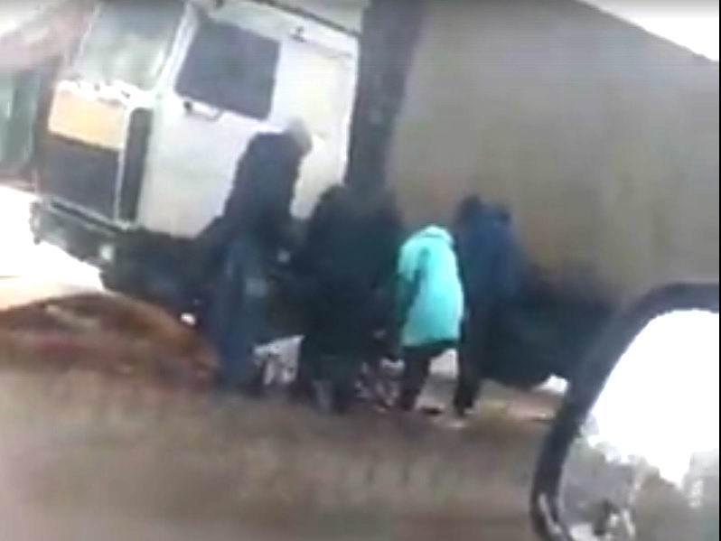 ВРостове-на-Дону фургон влетел востановку слюдьми