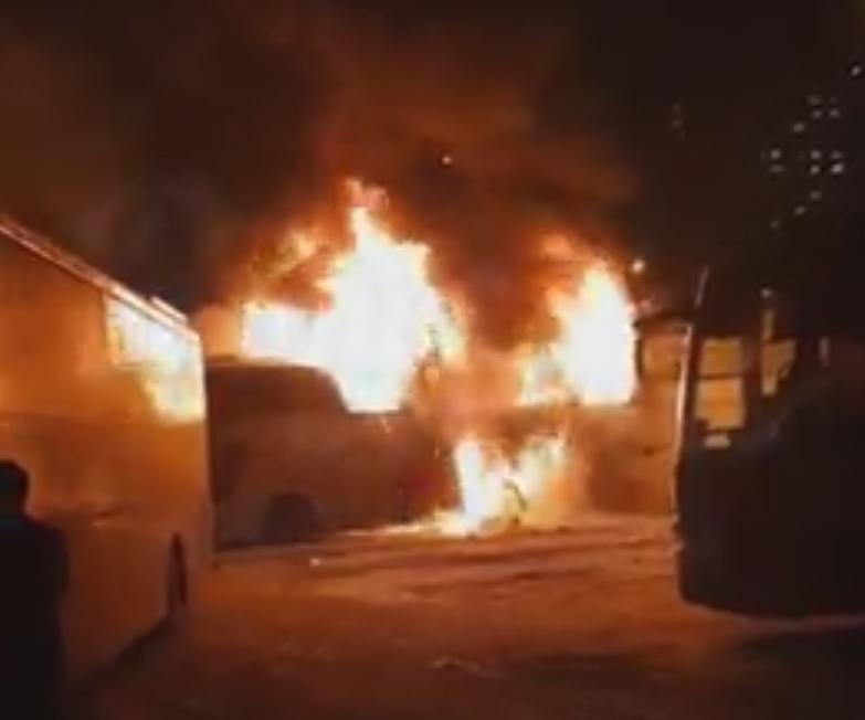Наглавном ростовском автовокзале сгорел междугородний автобус