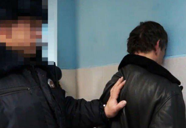 Гражданин Батайска прикинулся полицейским вштатском ипотребовал спрохожего штраф