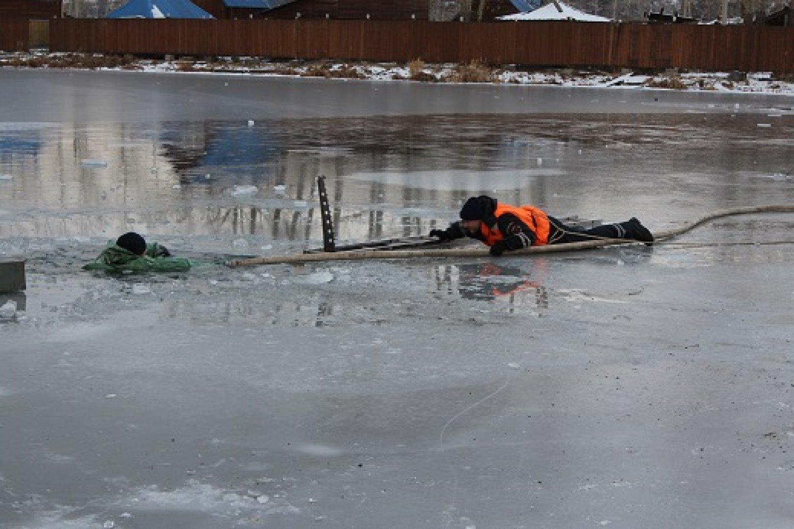 Под лед провалился картинка