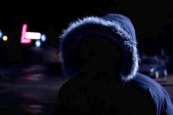 ВРостове мужчина ограбил прохожего, отобрав унего куртку ителефон