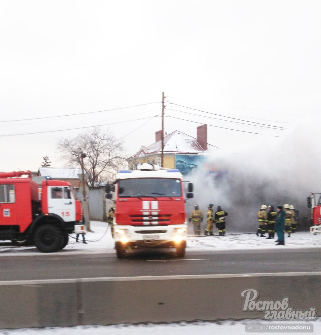 ВРостове впожаре вавтосервисе умер человек