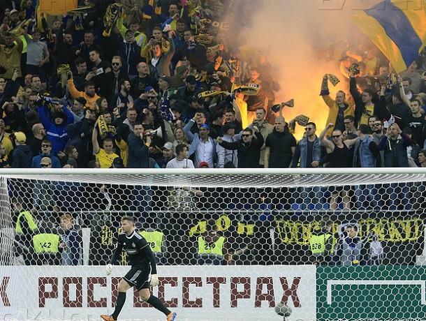 Фанату, который зажег файер на«Ростов-Арене», запретили год посещать футбол