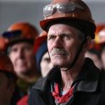 Россияне много работают и мало получают