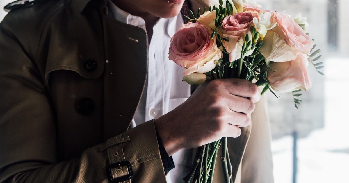 такая мера фото мужчина с букетом цветов в руках нее лучше
