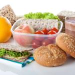 В России ученикам запретят приносить в школу еду из дома