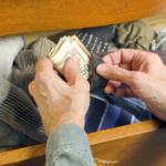 Где в квартире не стоит прятать деньги и драгоценности
