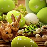 Почему у католиков на Пасху яйца приносит заяц?