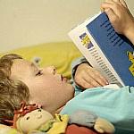 Вредно ли читать лежа